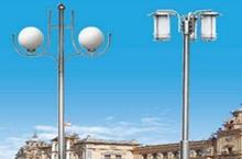 解析太阳能路灯控制器是通过什么来判别光亮的?