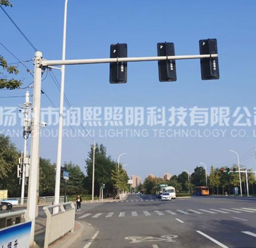 如何选择合适的道路监控杆?
